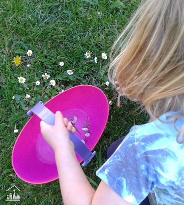 Daisy soup water play