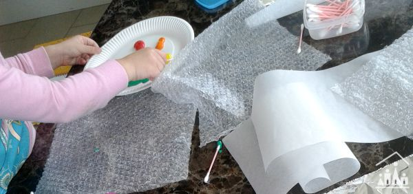 q tip painting pictures on bubble wrap