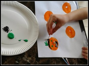 painting pumpkins with qtips