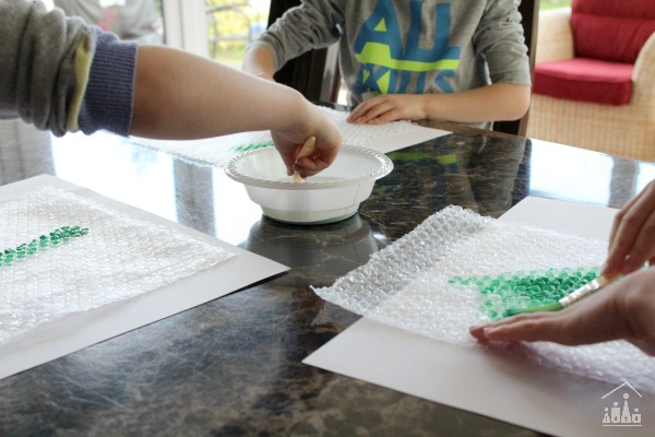 Painting and printing bubble wrap