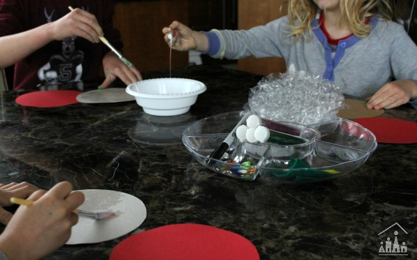Making bubble wrap christmas tree baubles